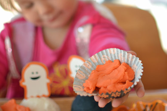 Fun with an invitation to play with Halloween play dough.