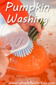 Pumpkin washing: A simple and useful sensory activity!