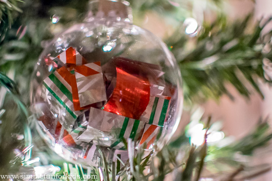 Christmas Crafts for Kids: Make quick and simple wrapping paper ornaments from scraps!
