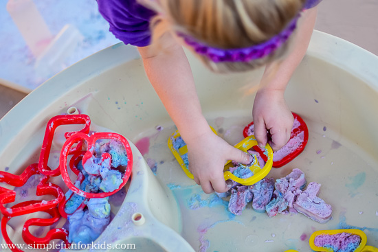 Sensory Science for Kids: Who knew you could reuse baking soda? Fizzy fun with recycled baking soda letters in the water table!