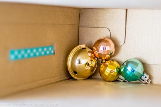 Homemade toys for kids: Make a quick and simple DIY ribbon box for your baby!