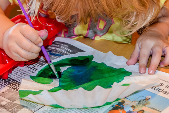 Art for Kids: Simple coffee filter art with eye droppers and paintbrushes