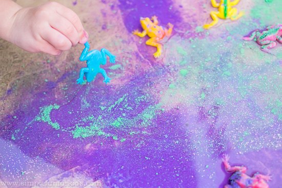Art for Kids: Painting a puddle with powder tempera and glitter!