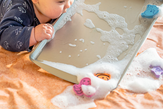 Super simple sensory activities: Baby Play with Soap Foam