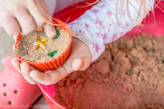 Super simple Squishy Sand Sensory Play!