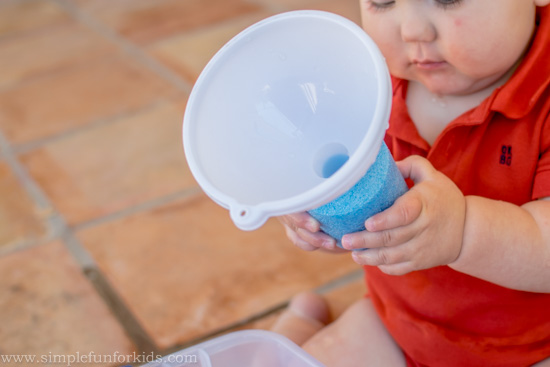 Sensory Activities for Kids: Simple Red, White and Blue Water Sensory Bin for all ages, even babies!