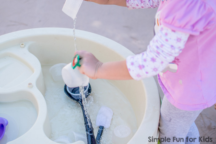 Simple Sensory Activities for Kids: Sensory Soup with Cups and Lids - perfect for sibling play or play dates!