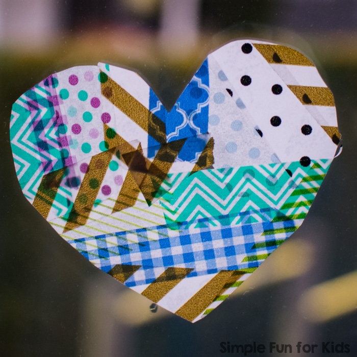 Super simple and super effective: Try this Washi Tape Hearts craft with your preschooler, kindergartener or older kids! They make great Valentine's cards and also look awesome in a window.