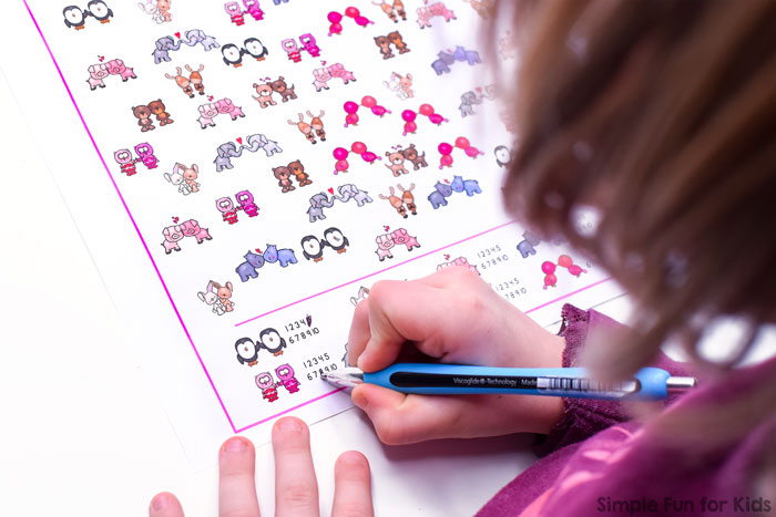 Practice 1:1 correspondence, visual discrimination, visual scanning, and counting up to 10 with this super cute printable Valentine Pals I Spy Game! Great little math activity for preschoolers and kindergarteners who are learning to count.