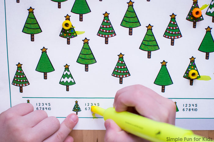 24 Days of Christmas Printables: Day 5 - Christmas I Spy Game! No-prep printable that works on visual discrimination, counting, 1:1 correspondence, number recognition, and more! Perfect for preschoolers!