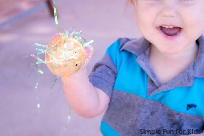 Simple Water Play for Kids: Try this super simple Easter Basket Sensory Soup with toddlers, preschoolers, and even older kids! Lots of fun with something that you can set up easily in a few minutes.
