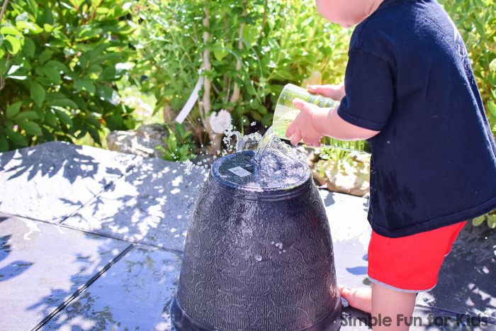 My toddler loved this fun little activity: Gross motor water transfer got him moving and experimenting with pouring water - perfect for a warm summer day!