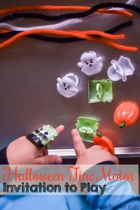 My toddler loved this fun, simple, no-mess Halloween Fine Motor Invitation to Play using Halloween rings and pipe cleaners! Great for preschoolers, too.