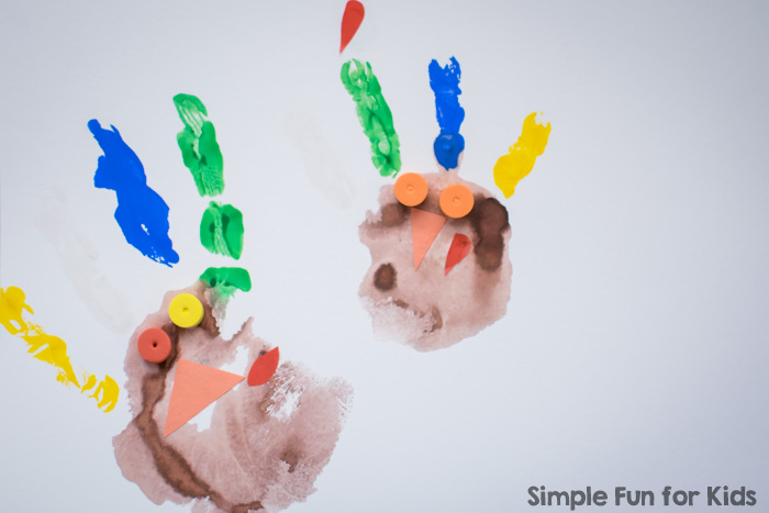 Crafts for kids: Make more turkey handprints quickly and simply with your kids to decorate for Thanksgiving! Great for toddlers, preschoolers, and kindergarteners!