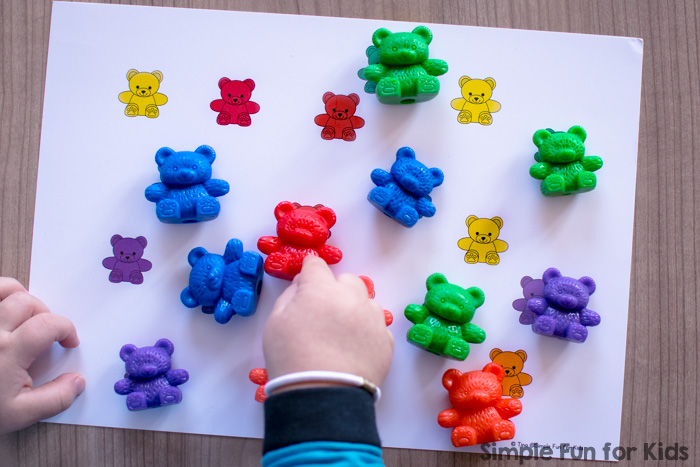 Practice follow instructions and work on color word vocabulary with this printable Rainbow Bears Listen and Cover Game! Perfect for toddlers who are learning their colors. (Also includes a die template to make it a roll and cover game.)