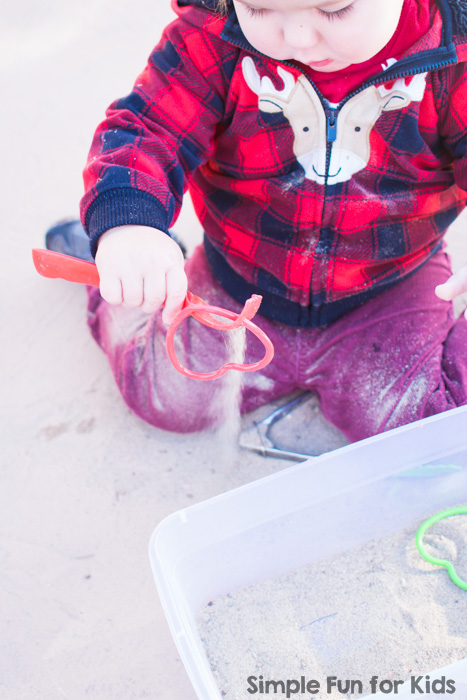 We're all about quick and simple sensory activities! My toddler had a lot of fun with this Sandy Hearts Sensory Play Activity that took two minutes to set up.