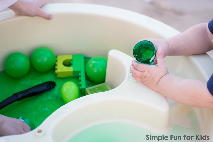 Simple sensory water play for kids of different ages: My preschooler and my toddler had great fun with this Sibling Play with Green Sensory Soup activity that was super quick and simple to set up!